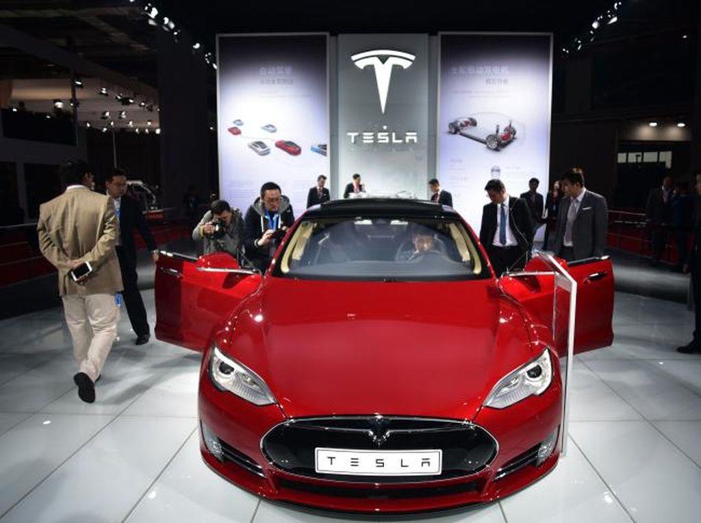 Benarkah Mobil Listrik Hasilkan Emisi Setara Mobil Bensin?