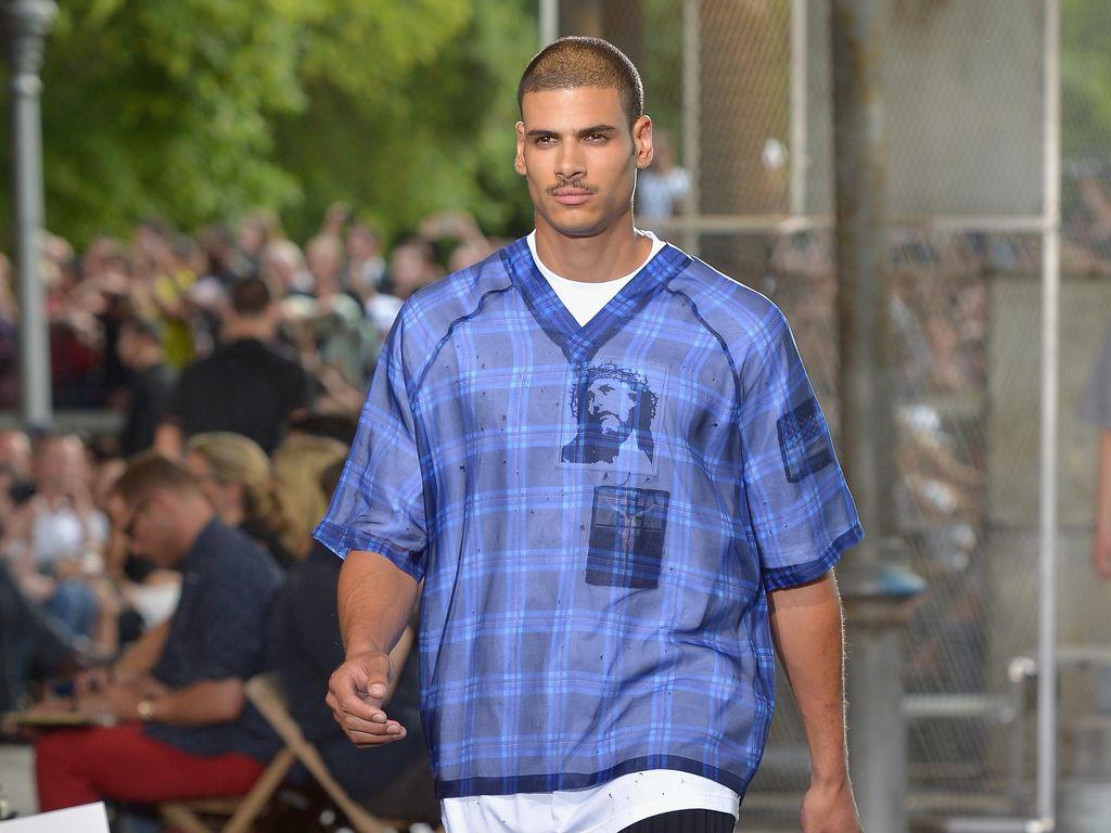 Setelah Syal Ivanka Trump, Giliran Kaus Givenchy Ditarik dari Pasaran