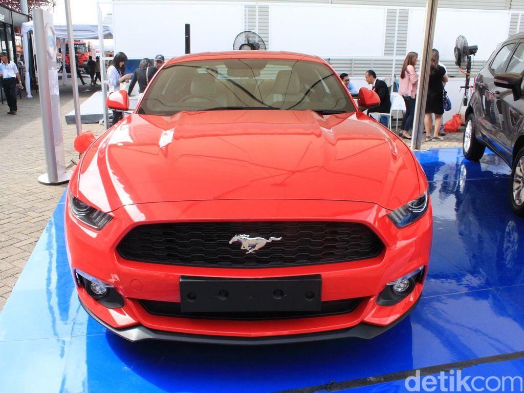 Diler Ford Pamerkan Mustang