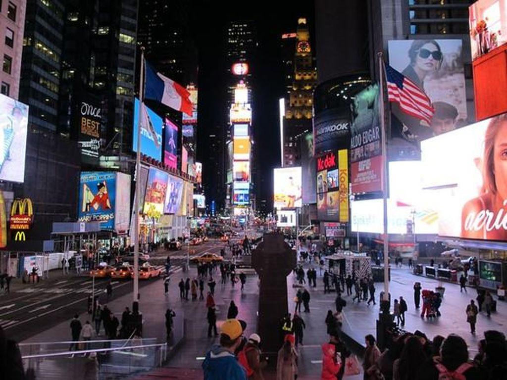 Mobil Tabrak Pejalan Kaki di Times Square New York, 1 Orang Tewas