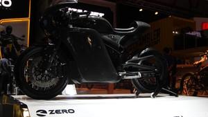 Motor Siluman Hitam Zero