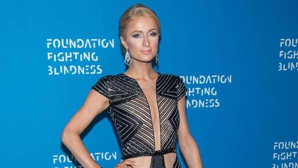 Paris Hilton Elegan Juga Seksi