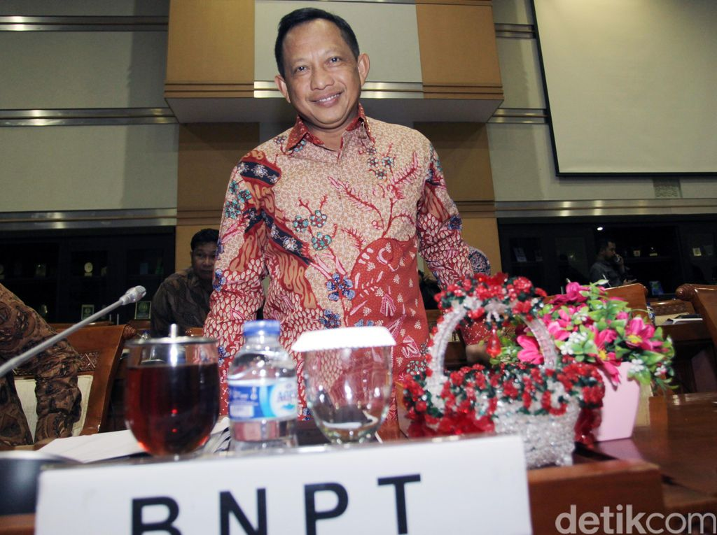 Kepala BNPT Komjen Tito Raker dengan Komisi III