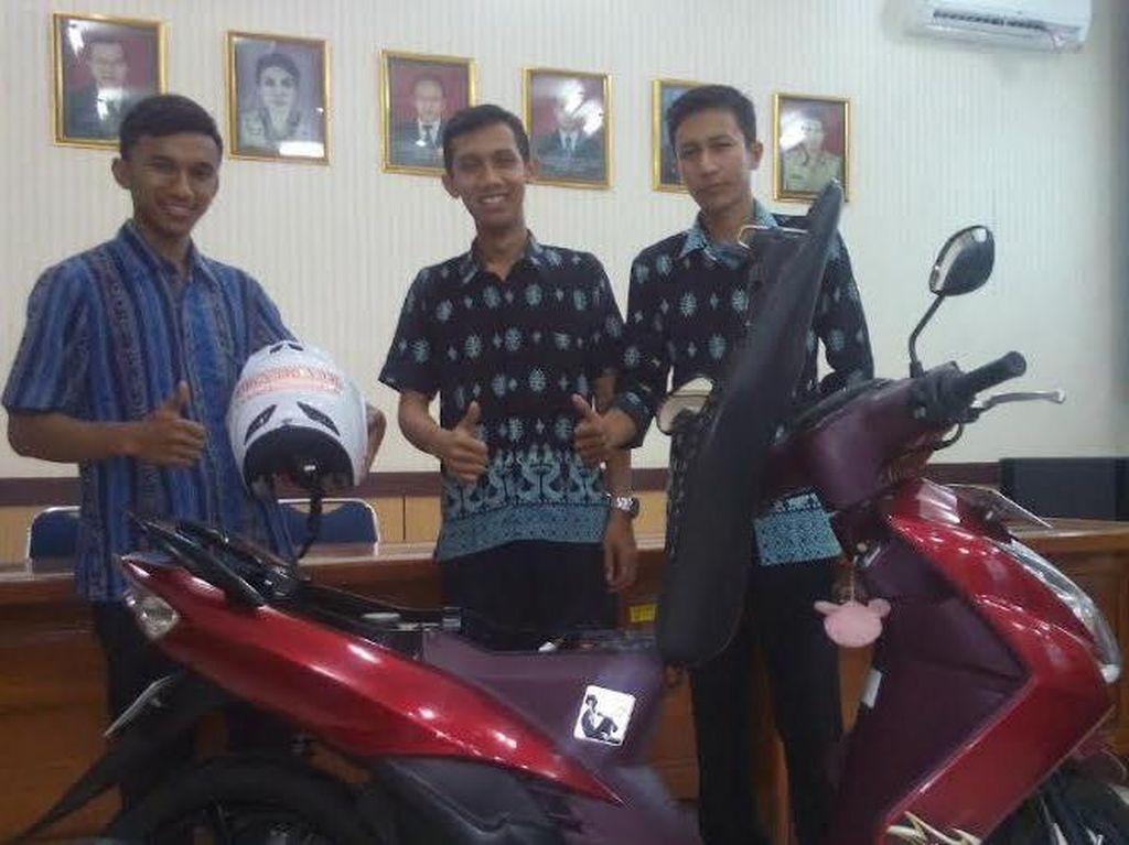 Tiga Pemuda Ciptakan Alat Anti Maling Motor dan Paksa Pengendara Pakai Helm