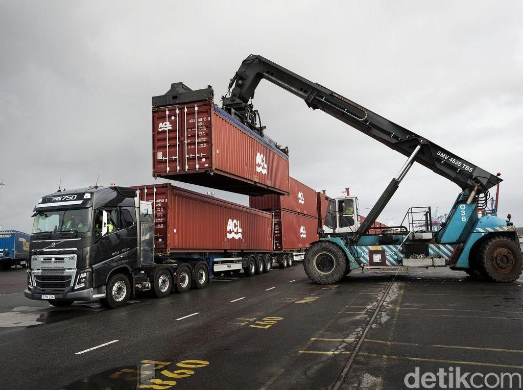 Truk Volvo Ini Mampu Tarik Muatan Seberat 750 Ton