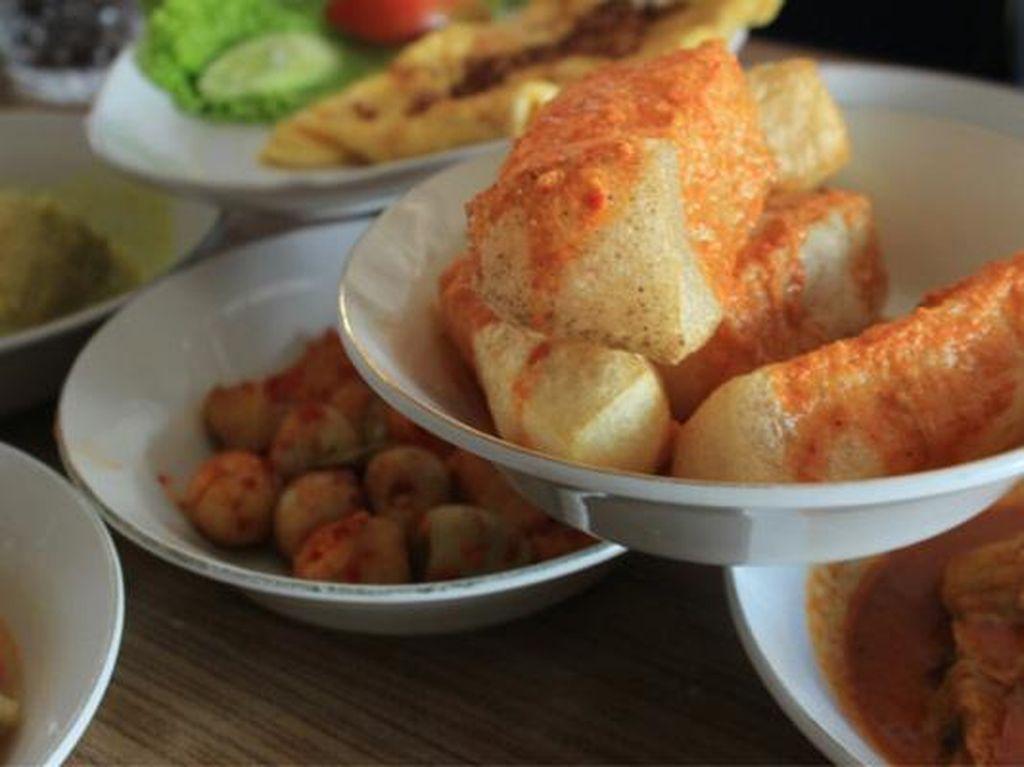 Nasi Padang Banyak Mengandung Banyak Santan dan Lemak, Sehat Nggak Sih?
