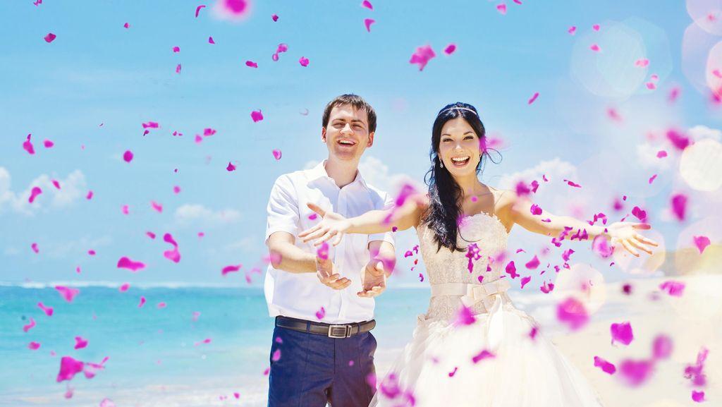 Rayakan Ultah Pernikahan, Suami Berikan Kado Spesial untuk Istri yang Sakit