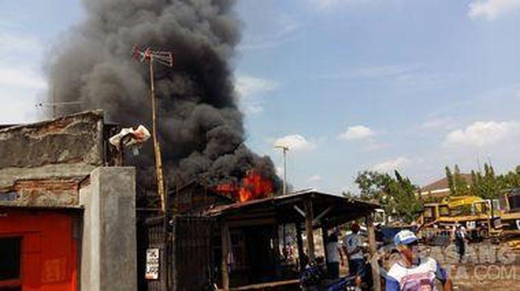 Rumah di Sukapura Cilincing Jakut Terbakar, 8 Unit Damkar Dikerahkan