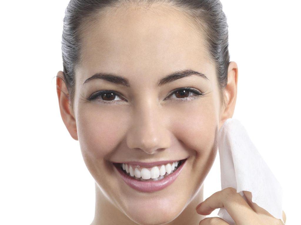 Yang Perlu Diperhatikan Saat Hapus Makeup dengan Tisu Pembersih Wajah