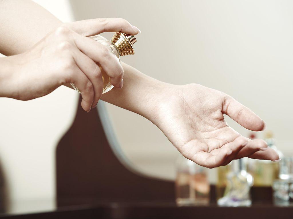 4 Aroma Parfum yang Disukai Wanita Sesuai dengan Siklus Hormonal