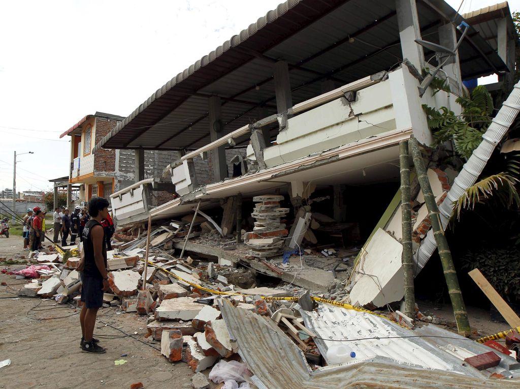 Jumlah Korban Tewas Gempa Ekuador Capai 350 Orang, Ribuan Orang Terluka