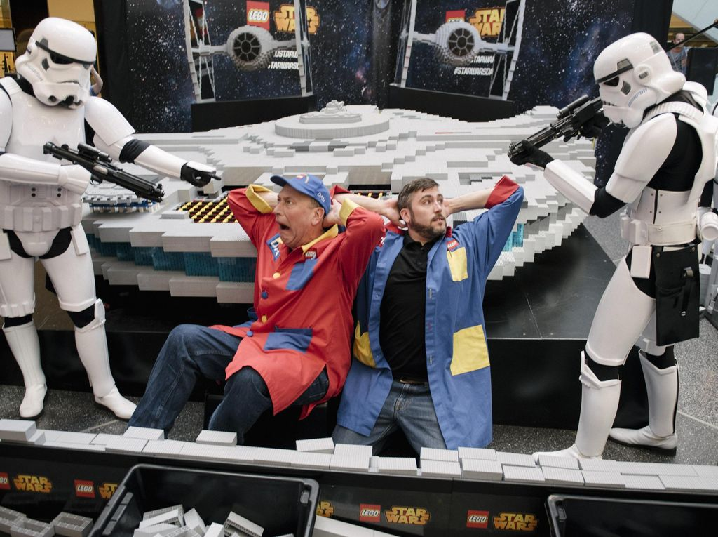 Milenium Falcon Terbesar Dari LEGO Star Wars