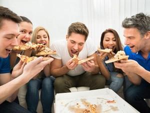 Agar Tak Bikin Gendut, Makan Pizza dengan Cara Ini (2)