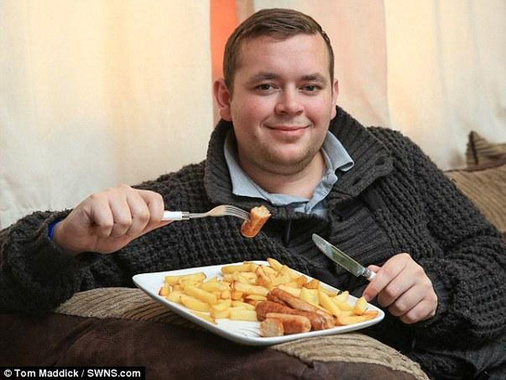 Idap Kondisi Langka, Pria Ini Hanya Bisa Makan Sosis dan Kentang Goreng