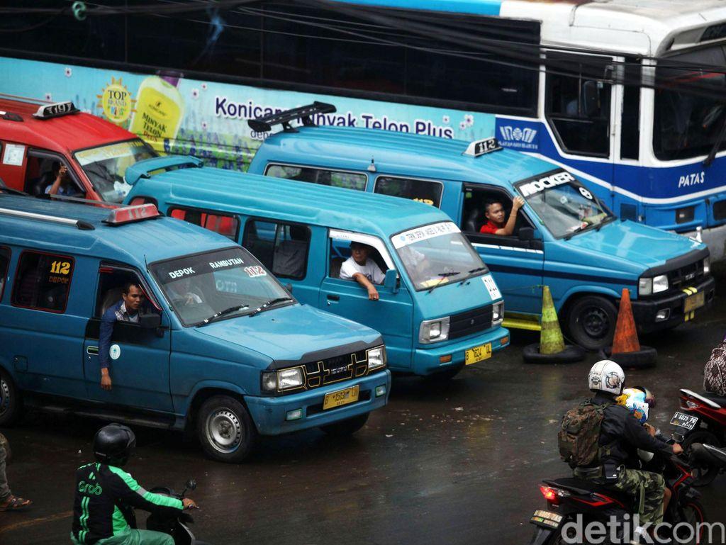 Sopir Angkutan Umum di Depok Akan Diwajibkan Pakai Kartu Identitas