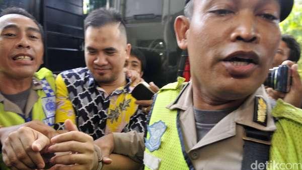 Sidang Perdana Kasus Pencabulan, Saipul Jamil Berambut Cepak dan Diborgol
