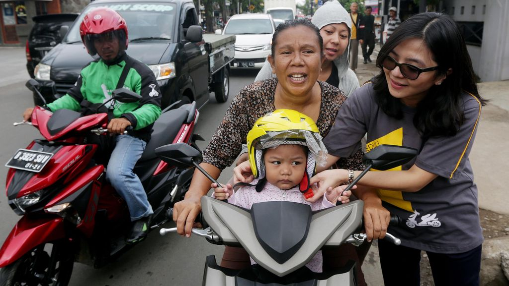 Ibu-ibu Diharapkan Bisa Jadi Panutan untuk Aman Berkendara