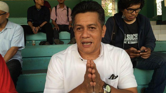 Gusti Randa merangkap beberapa jabatan strategi di sepakbola Indonesia  (CNNIndonesia.com/M. Arby Rahmat Putratama H.)