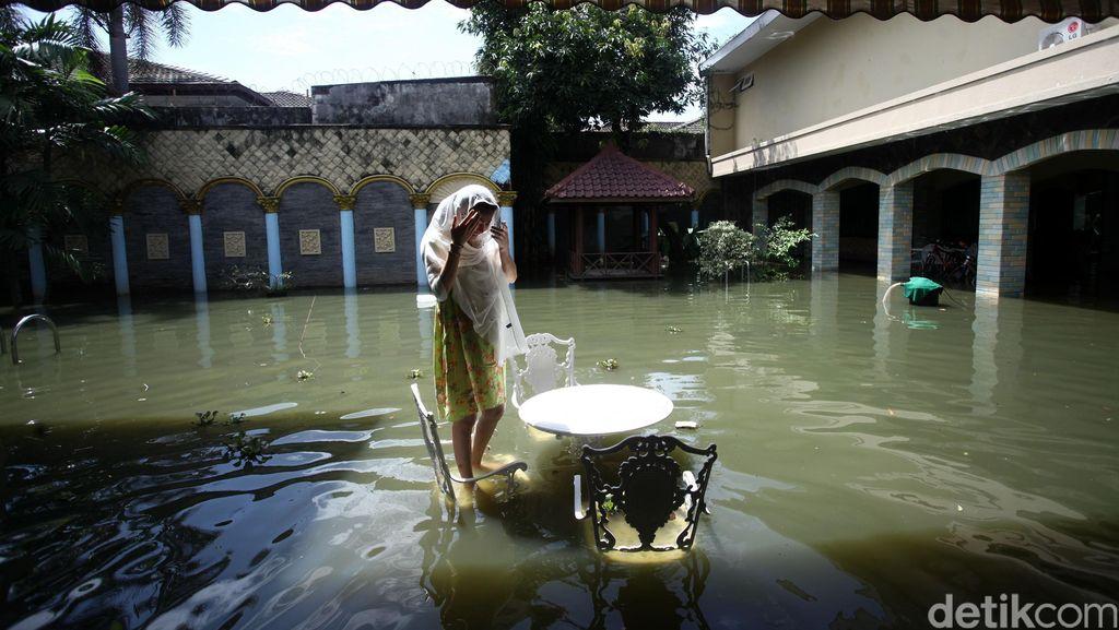 Rumah Wanita Emas Terendam Banjir