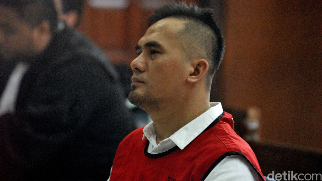Diperiksa 2 Jam di Kasus Korupsi, Saipul Jamil Acungkan Jempol dan Tersenyum