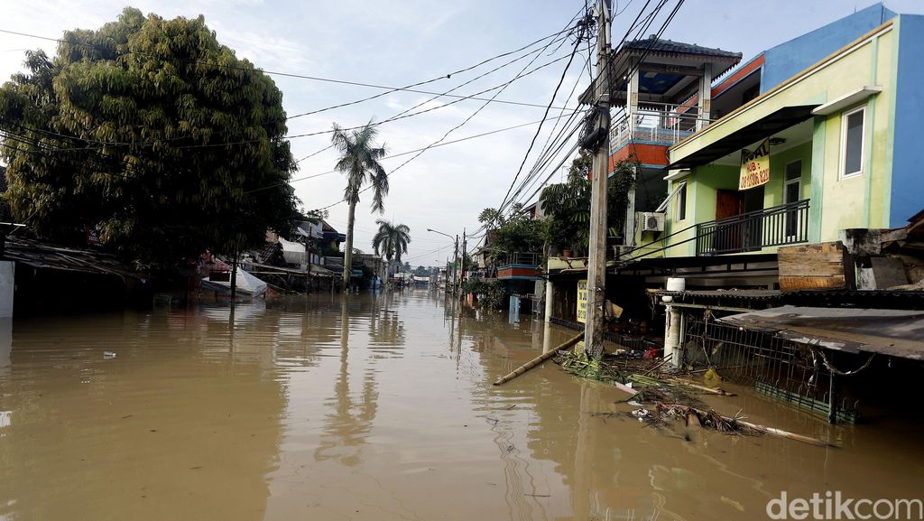 Banjir Masih Rendam Perumahan Pondok Gede Permai
