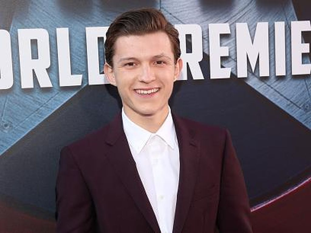Diminta Buat Remake Adegan Back to The Future, Ini Kata Tom Holland