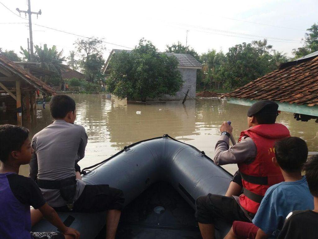 308 Rumah di Teluk Jambe Barat Karawang Terendam Banjir, 898 Orang Mengungsi