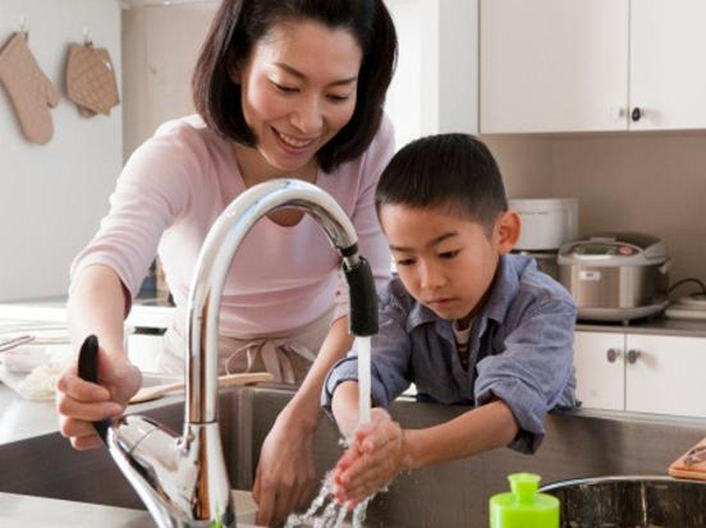 Waspada! Risiko Kesehatan di Balik Alat Pengering Tangan di Toilet