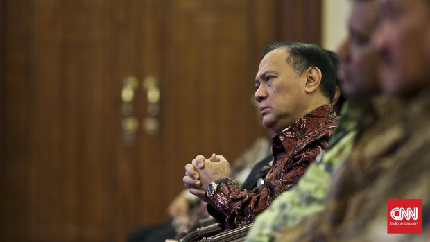 Gubernur Bank Indonesia Agus Martowardojo (tengah), di Jakarta, 2016. Ia pernah mengungkap soal sumber dana proyek e-KTP dalam sidang di Pengadilan Tipikor Jakarta, 2017.