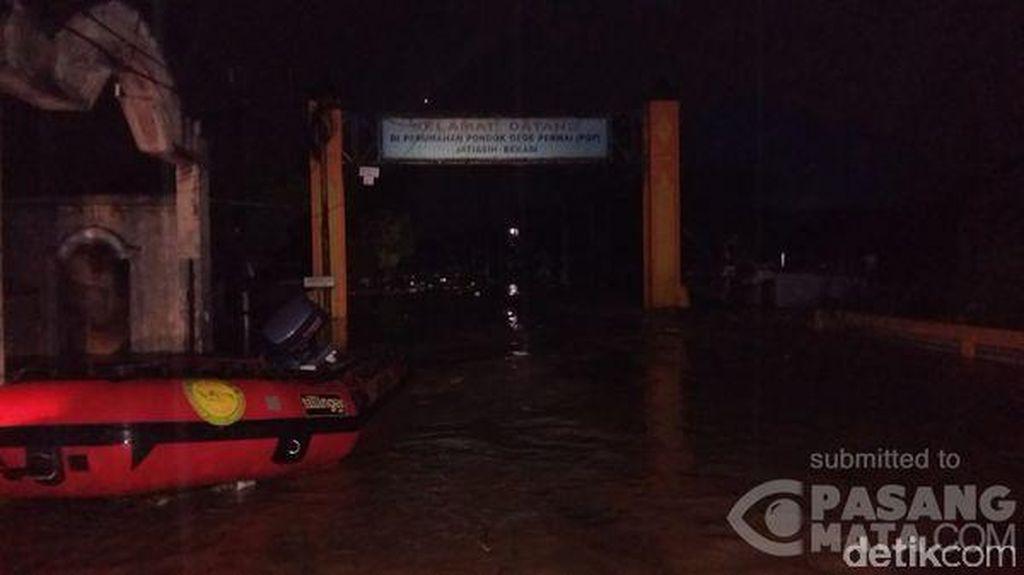 Banjir Seperut Orang Dewasa Melanda Perumahan Pondok Gede Permai Bekasi