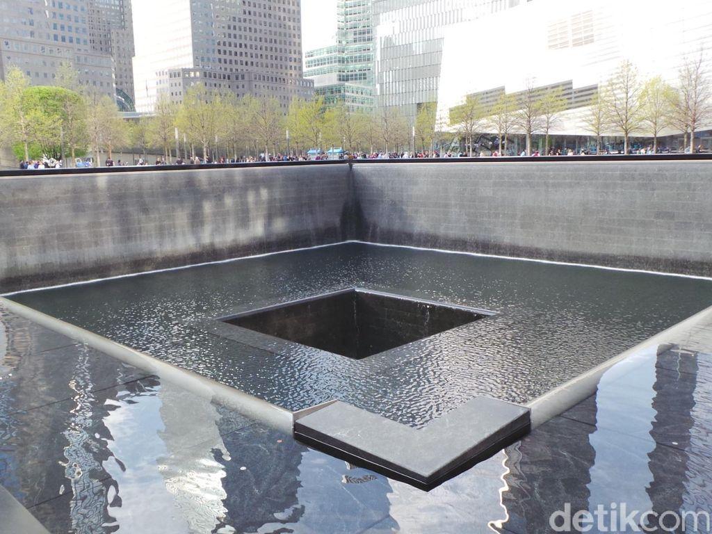 Mendengar Air Berjatuhan, Mengenang Korban 9/11 di Monumen Ground Zero