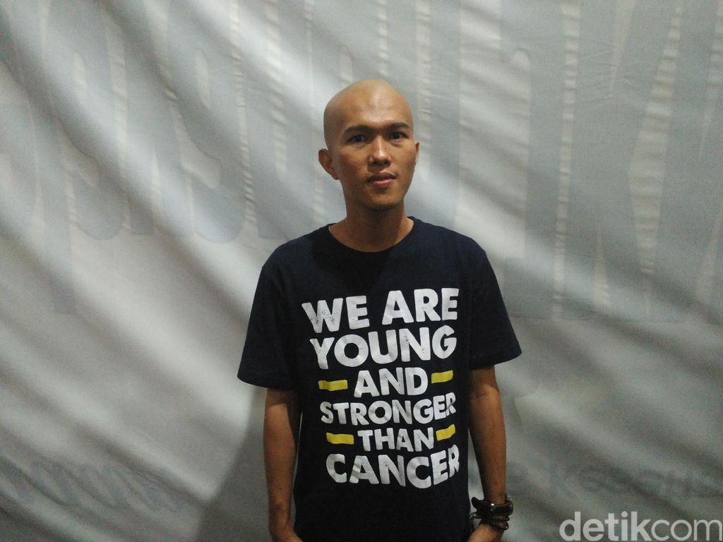 Kemoterapi Tak Menghalangi Epandri Meraih Gelar Sarjana