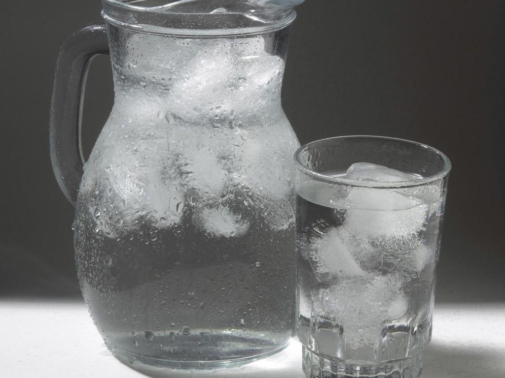 Minum Air Es Saat Hamil Bikin Bayi Lahir Besar, Mitos atau Fakta?