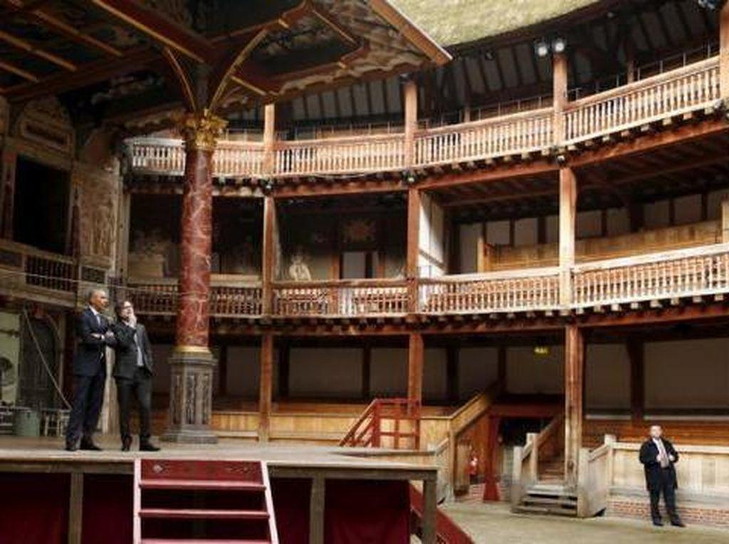 Obama Rayakan 400 Tahun Shakespeare dengan Menonton Teater Hamlet