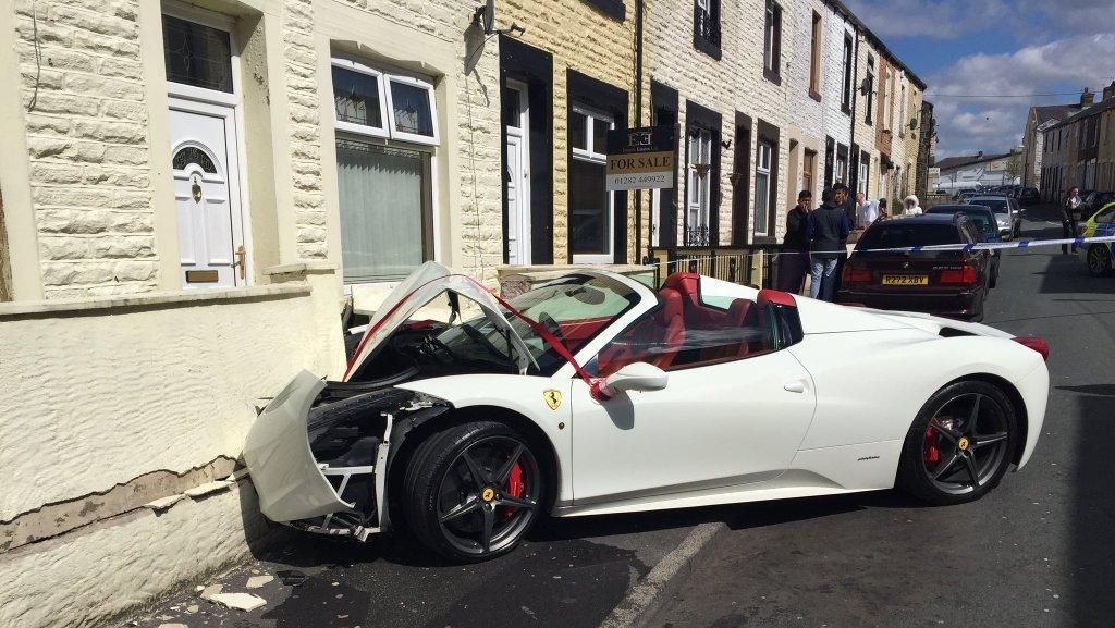 Baru Nikah, Pasangan Ini Hancurkan Ferrari 458 Spider Sewaan