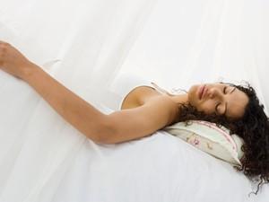 Tren Diet ala Putri Tidur, Tidur Selama Mungkin Supaya Berat Badan Turun