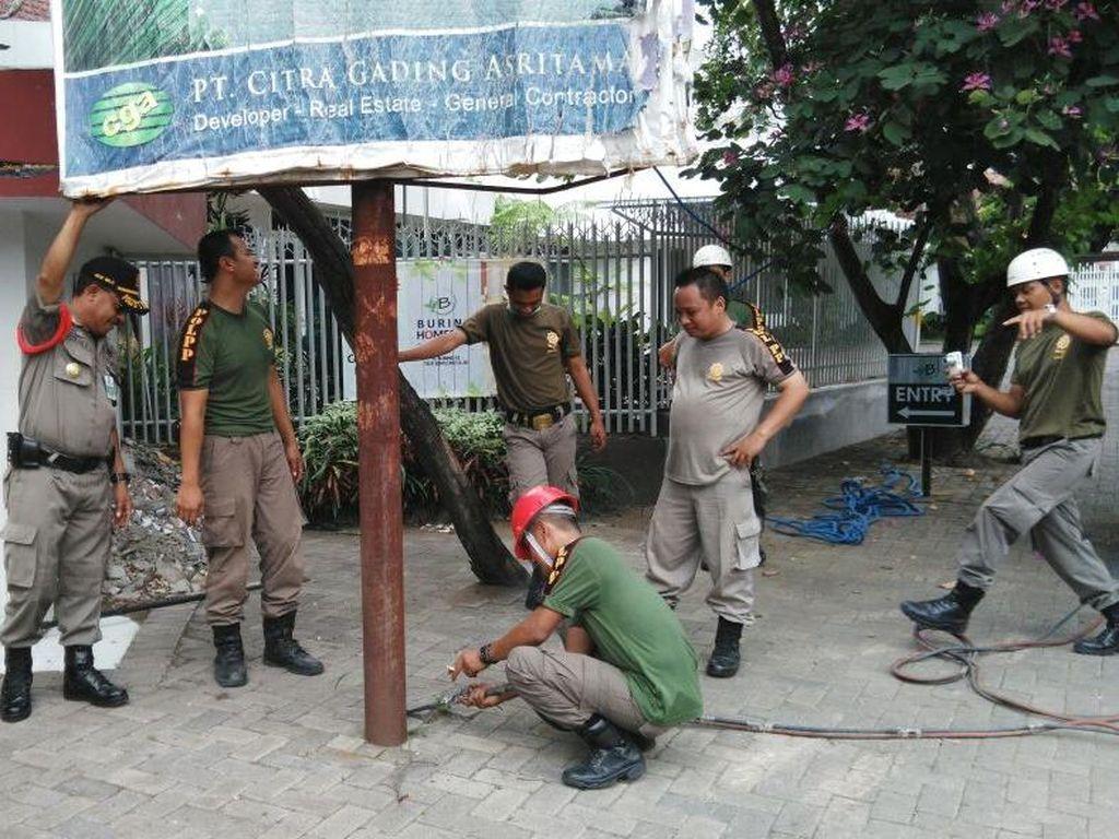 Tempat Kursus Mengemudi hingga Kafe di Malang Disegel karena Nunggak Pajak