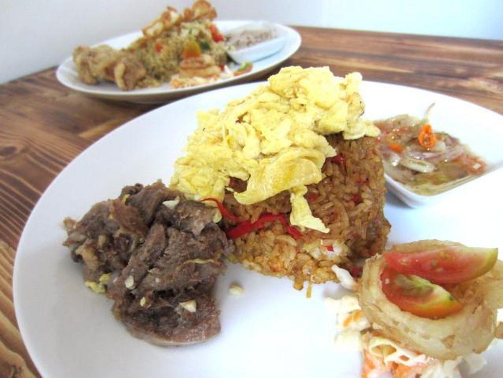Nasi Goreng Gourmet: Di Sini Bisa Pilih Nasi Goreng dengan Topping dan Saus Favorit