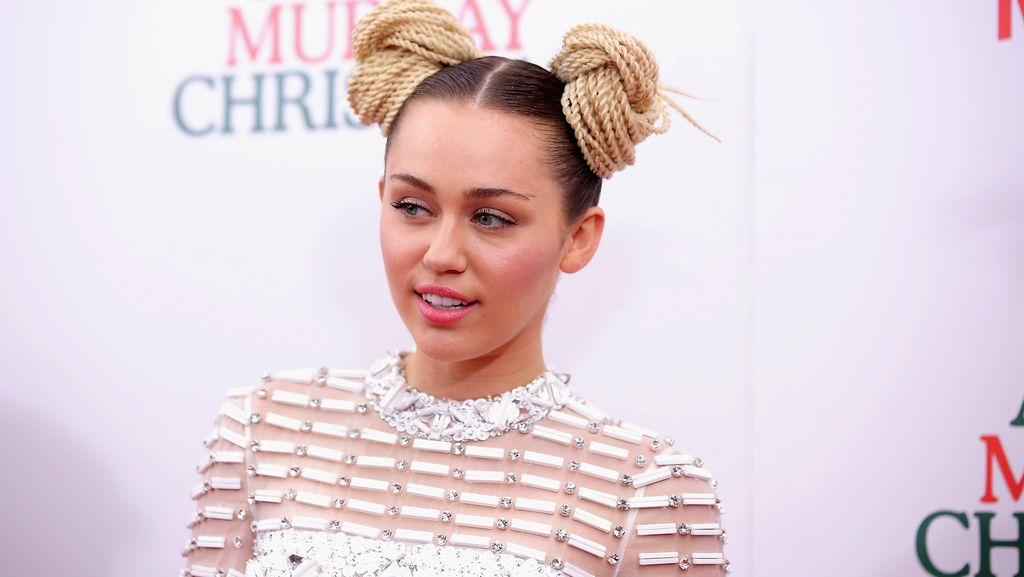 Alasan Miley Cyrus Tak Suka Cincin Tunangan yang Diberi Liam Hemsworth