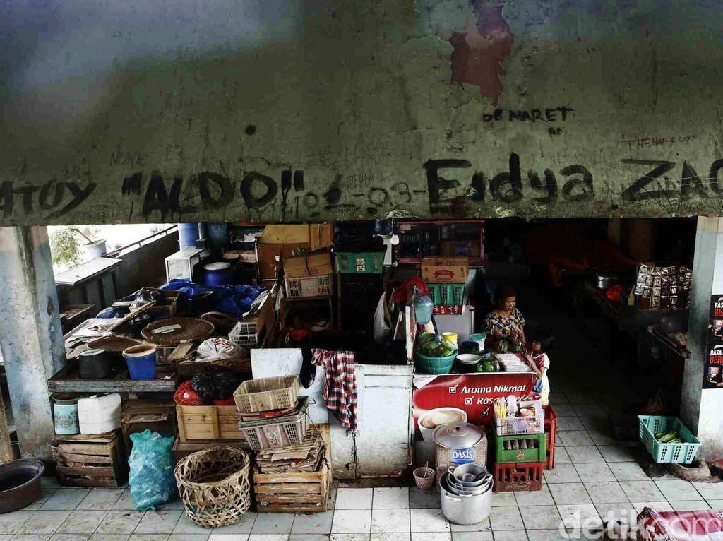 Pasar Sepi, Pedagang Ada yang Nyambi Jadi PKL