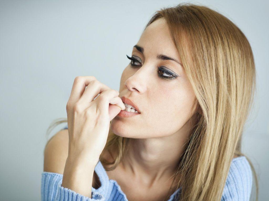 Hii! Kebiasaan Menggigit Kuku Bisa Sebabkan Infeksi Kuman