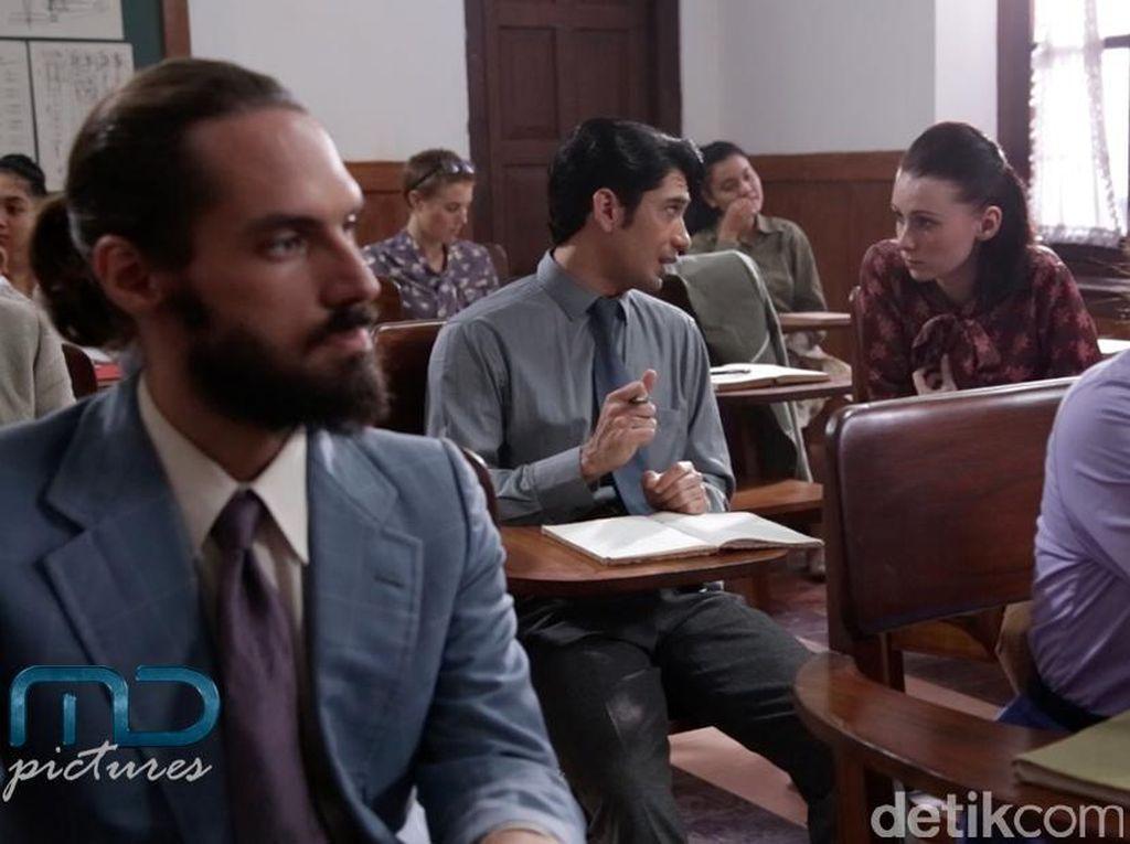 Cuplikan Reza Rahadian dalam Film Rudy Habibie