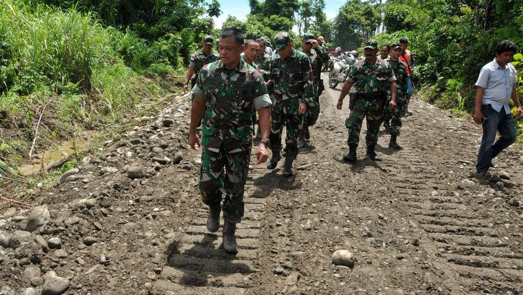 Panglima TNI Tinjau Pembangunan Jalan Trans Papua