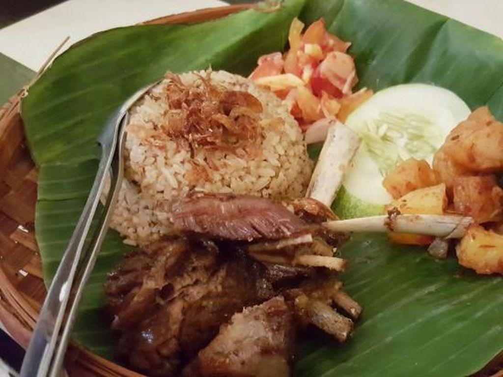 Nasi Kebuli Mbah Soleh: Sedap Semerbak Nasi Kebuli dengan Sentuhan Jawa