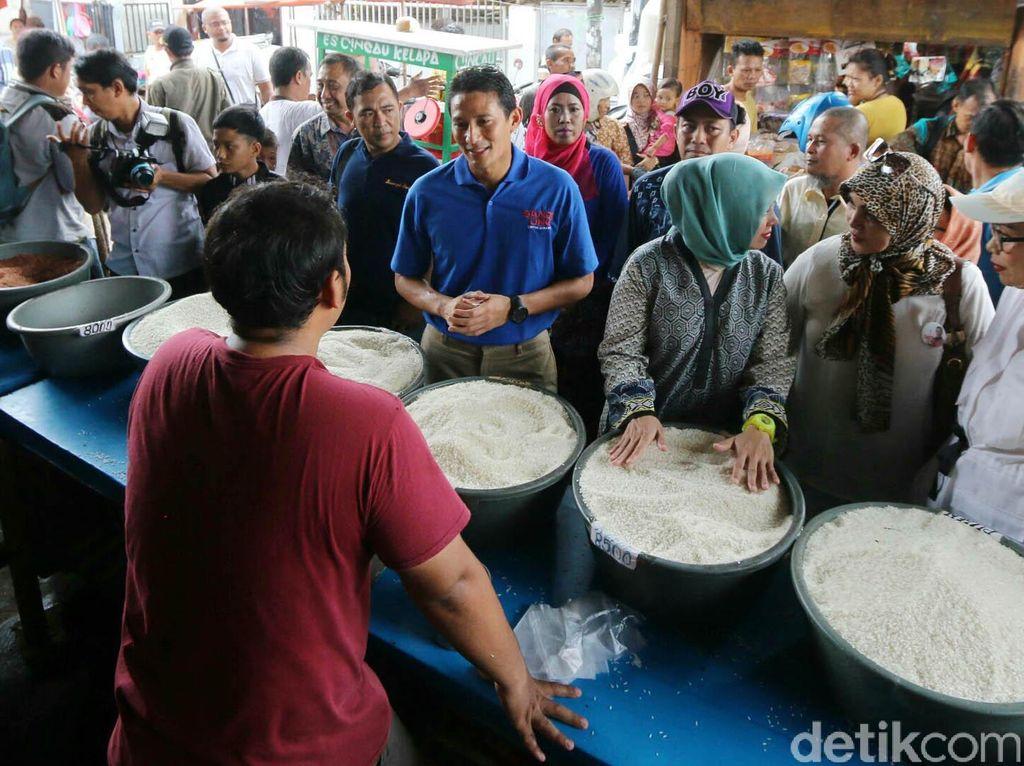 Sandiaga Uno Blusukan di Pasar Kebon Pala