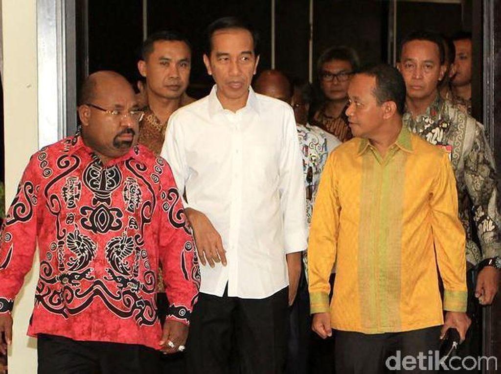 Bertemu Jokowi, Gubernur Papua Laporkan Freeport Hingga Pos Perbatasan
