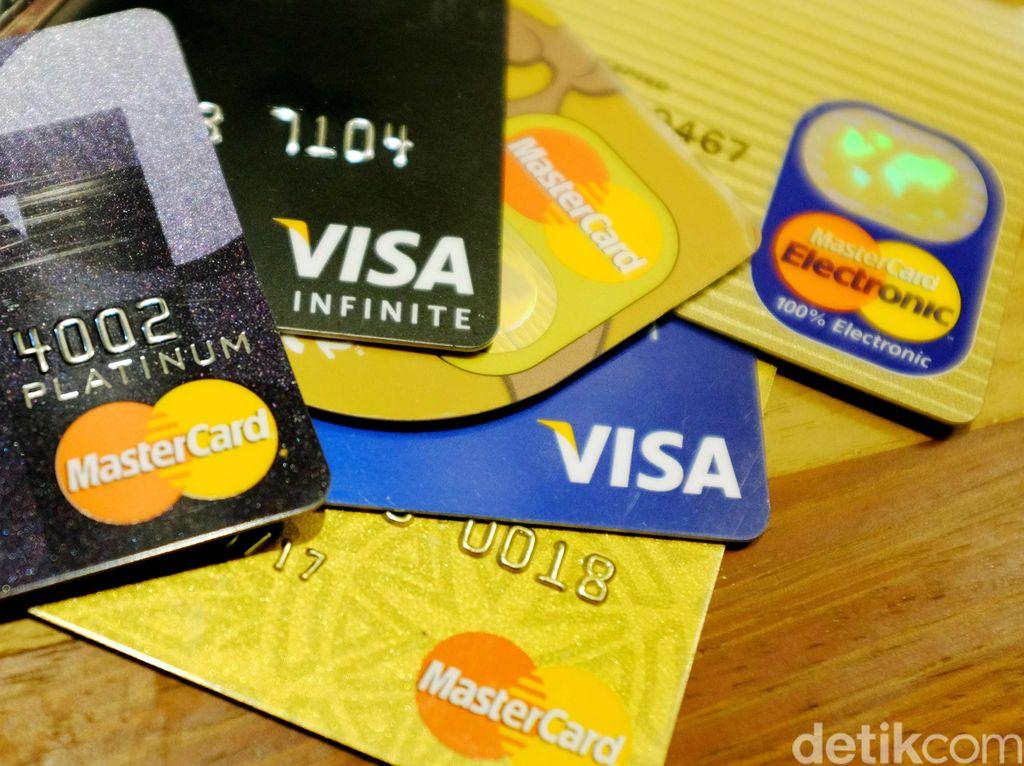Transaksi Kartu Kredit Melambat, Tanda Daya Beli Lesu?