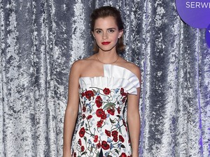 <i>Flower Power</i>! Emma Watson Memesona di Gedung Putih