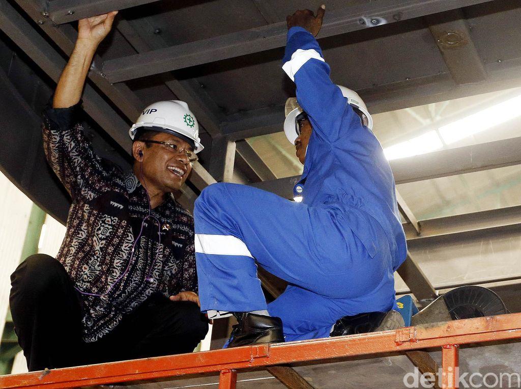Saleh Husin Kunjungi Pabrik Pembuat Garbarata