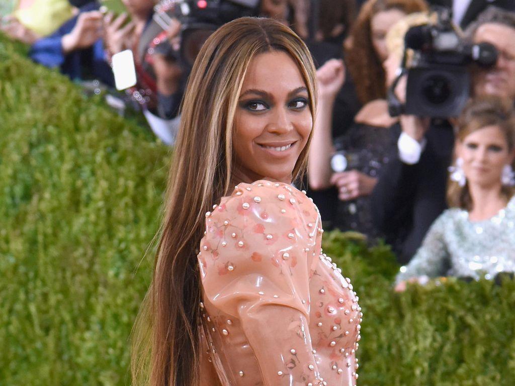 Kejutan! Tampil di Karaoke Online Disney, Beyonce Apresiasi Tenaga Medis